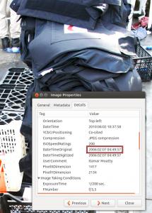 Datumet 2006 syns i metadatan till en bild på skyddsvästar